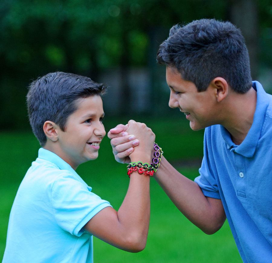 two boys wearing male friendship bracelets from Linkt Craft Kits Maille Bonding