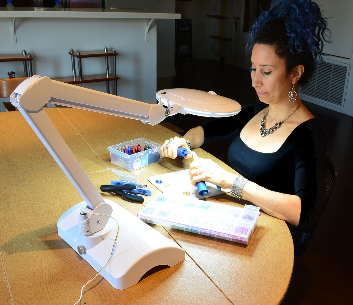 rebeca mojica making chainmaille using table craft lamp by brightech