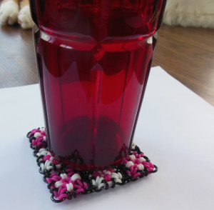 rubbermaille-coaster-with-red-glass