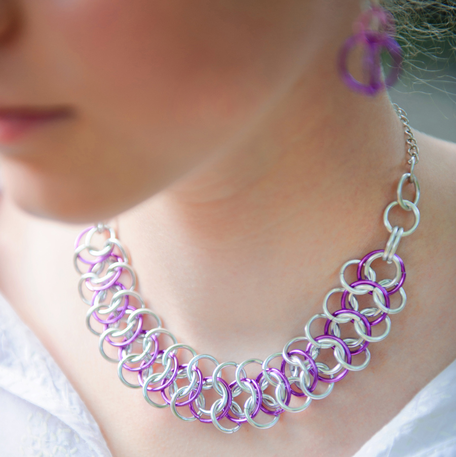 Girl wearing Bubble Loops Pink and Silver Necklace Linkt Craft Kits