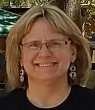 headshot of Lisa Ellis, chainmaille artisan