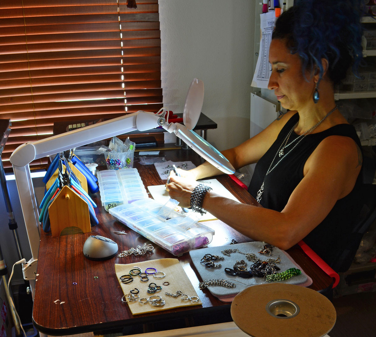 jewelry maker using craft light with magnifier